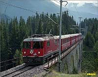 train at the Val Susauna viaduct